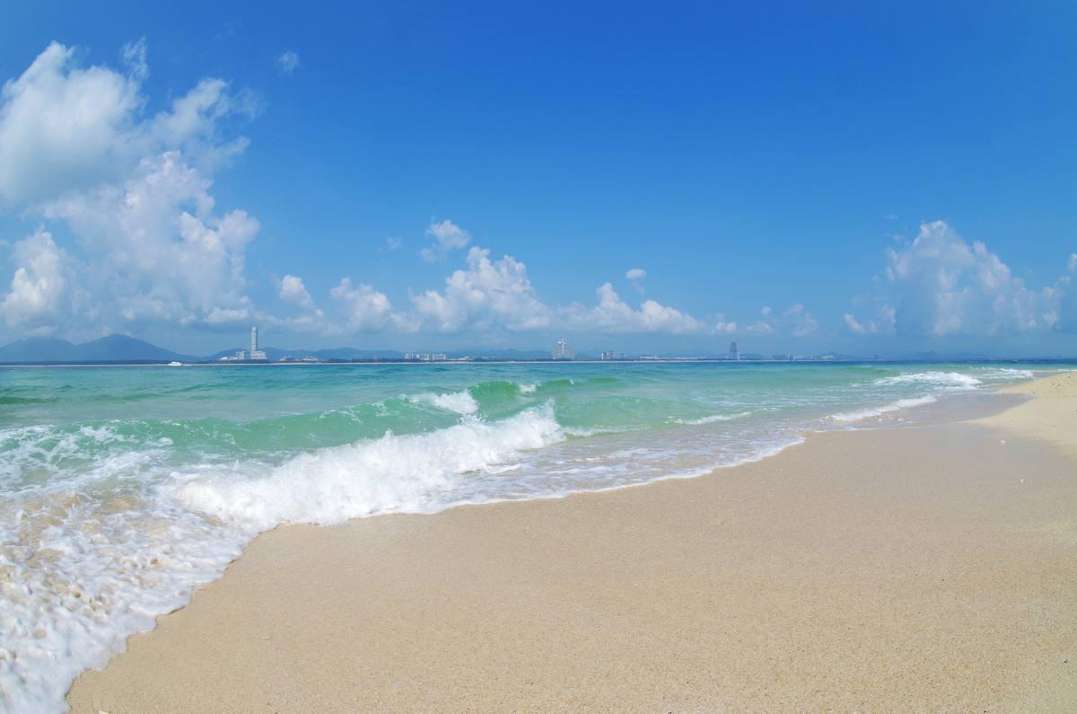 三亚沙滩.jpg